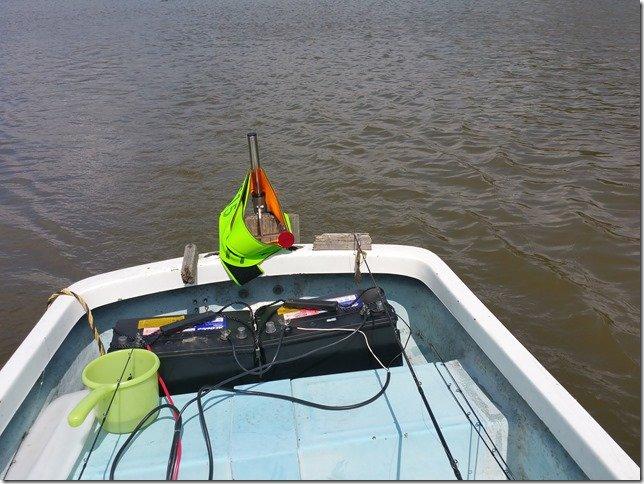 レンタルボートラダーとバッテリー