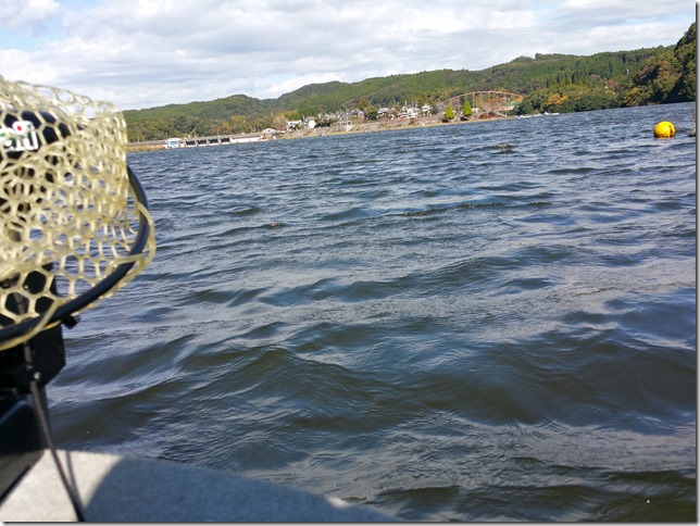 亀山湖強風一日中