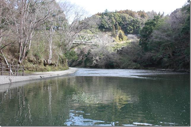 早春の亀山湖