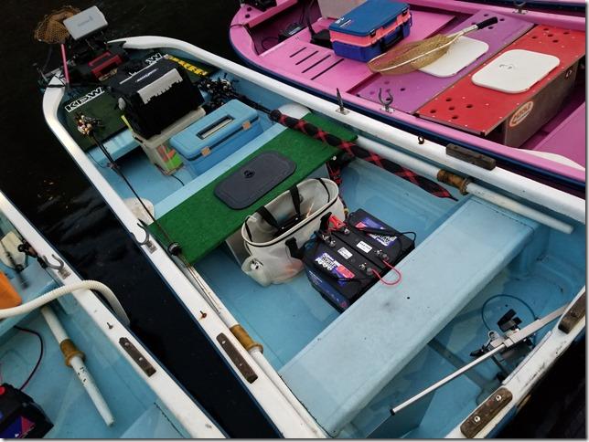 レンタルボートのバッテリーの位置