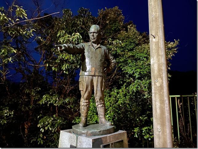 Bronze statue of Toyofusa Dam
